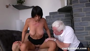 Muscle Shaved Fingering Threesome
